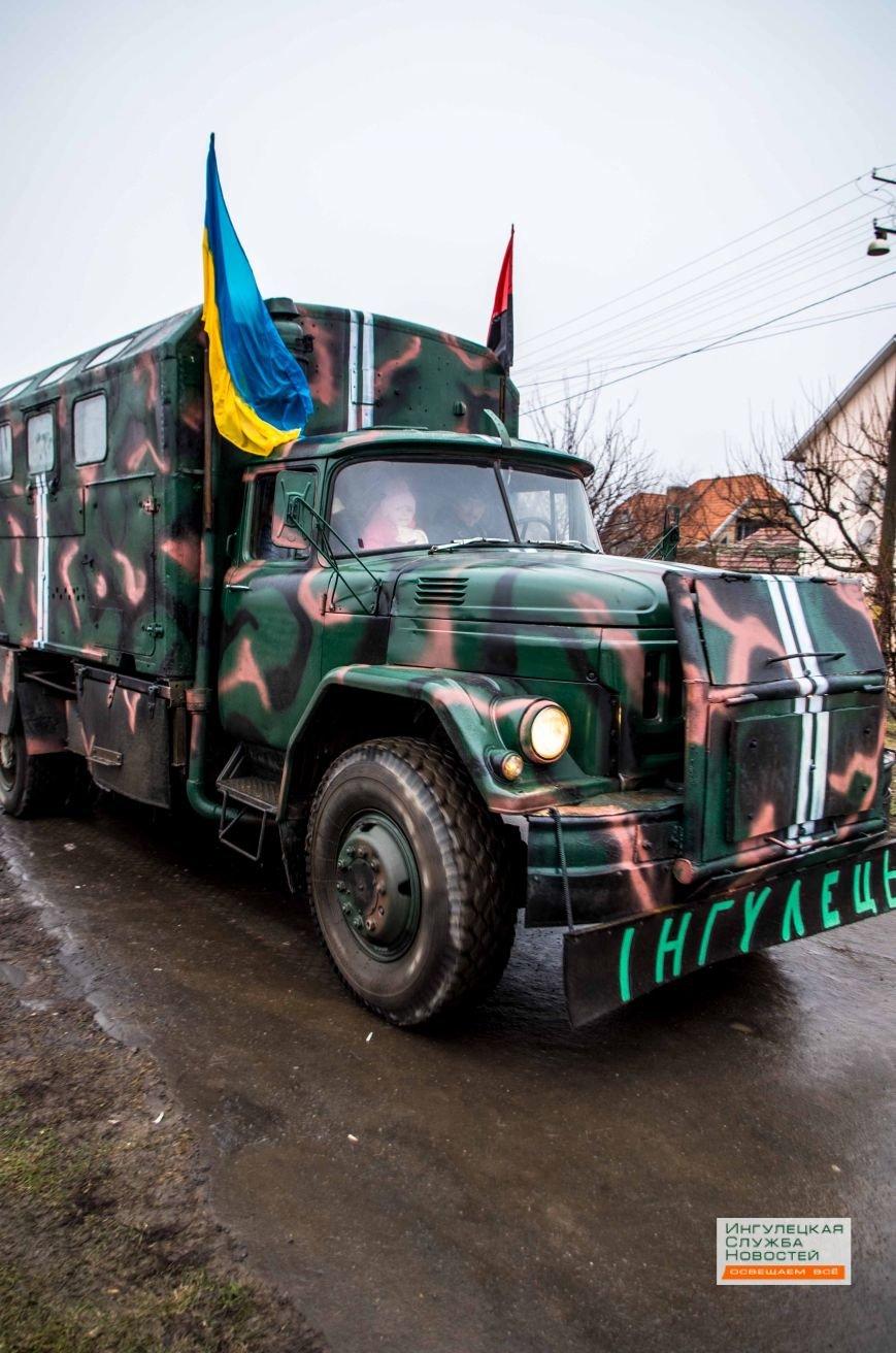 Криворожане отправили бойцам в зону АТО автомобиль и гуманитарную помощь (ФОТОРЕПОРТАЖ) (фото) - фото 1