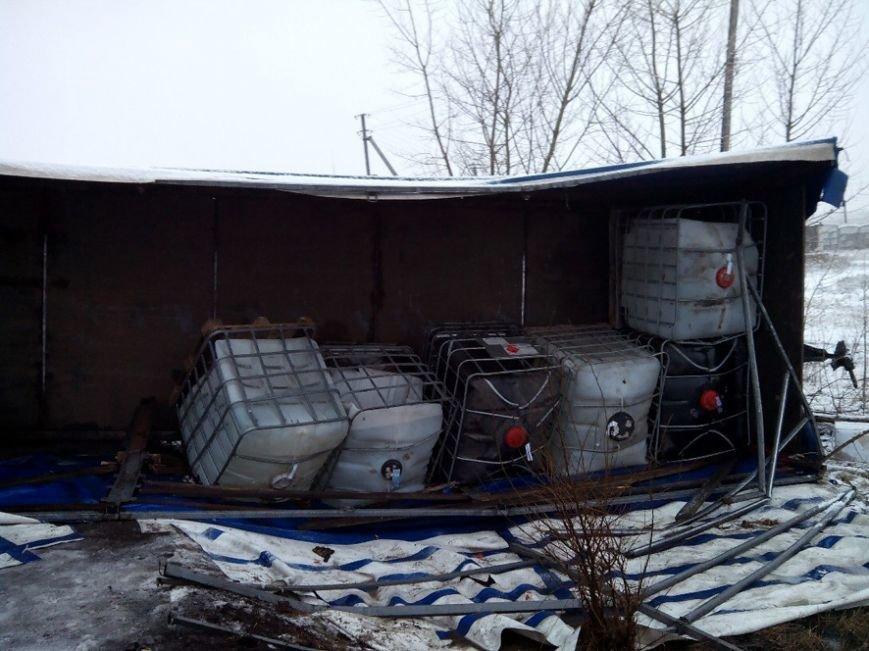 Под Кременчугом в кювет вылились 6,5 тонн растворителя (ФОТО) (фото) - фото 1