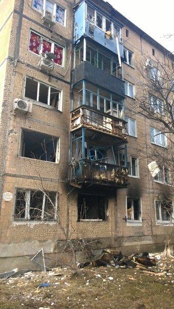 В Авдеевке после обстрелов артиллерией «ДНР» страшные разрушения (ФОТО) (фото) - фото 5