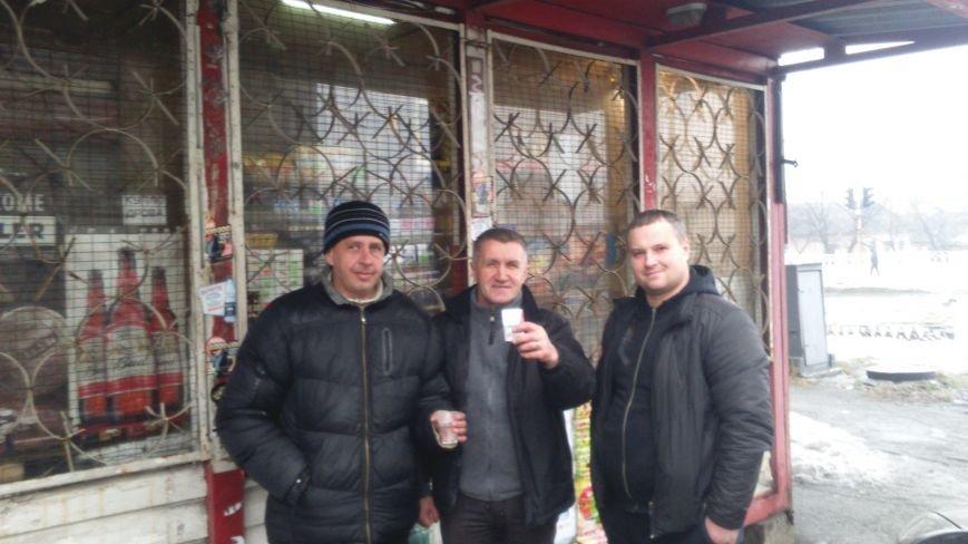 Активисты города Днепродзержинск продолжают выявлять факты нелегальной торговли алкоголем и сигаретами без акцизных марок, фото-1