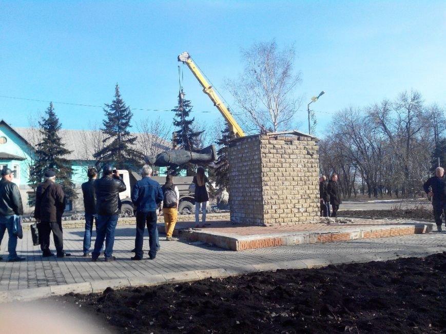 Ленинопад докатился и до Доброполья: ночью неизвестые снели памятник вождю (фото) - фото 5