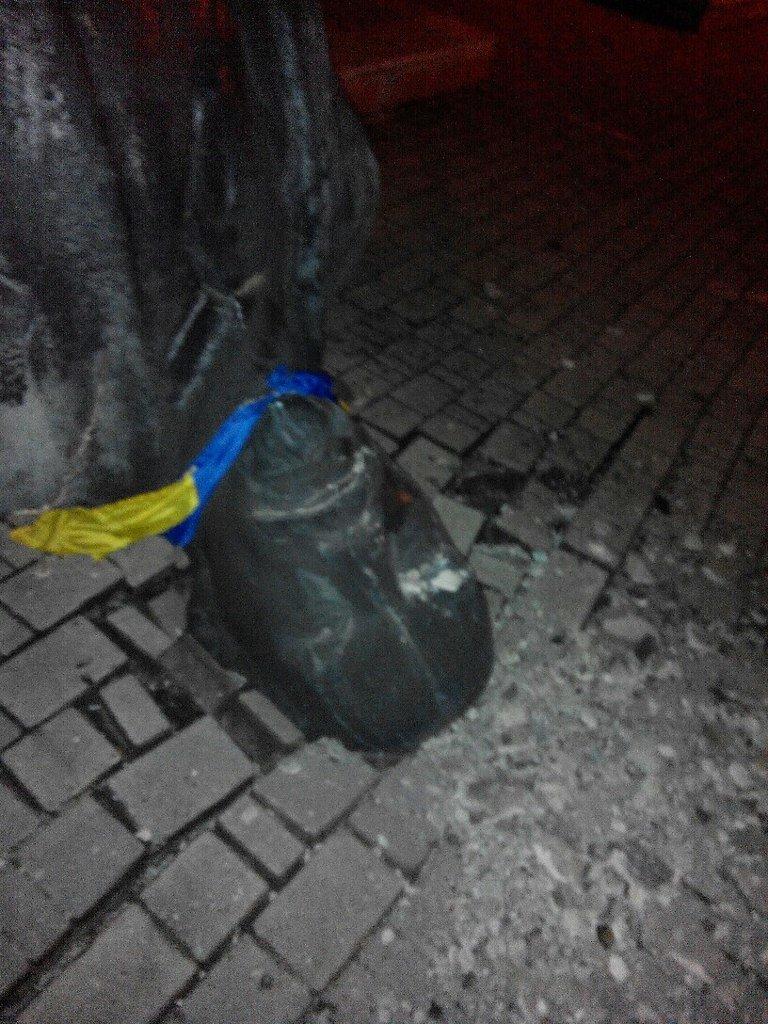 Ленинопад докатился и до Доброполья: ночью неизвестые снесли памятник вождю (Обновлено), фото-1