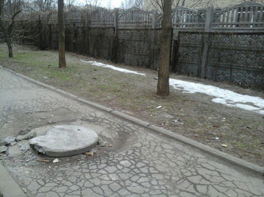 В Кривом Роге коммунальщики не успевают за «металлистами»: открытые люки на каждом шагу (ФОТОФАКТ) (фото) - фото 2