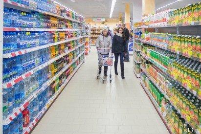 Фотофакт: на открытие продуктового магазина «Квасовский» на ул. Болдина собралось несколько сотен гродненцев (фото) - фото 5