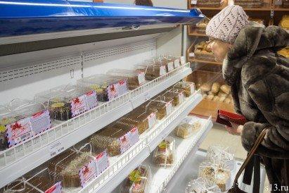 Фотофакт: на открытие продуктового магазина «Квасовский» на ул. Болдина собралось несколько сотен гродненцев (фото) - фото 13