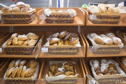 Фотофакт: на открытие продуктового магазина «Квасовский» на ул. Болдина собралось несколько сотен гродненцев (фото) - фото 11