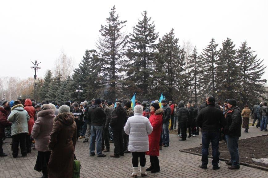 Под Криворожским горисполкомом  более 300 криворожан  собрались на акцию протеста (ФОТО, ОБНОВЛЯЕТСЯ), фото-9