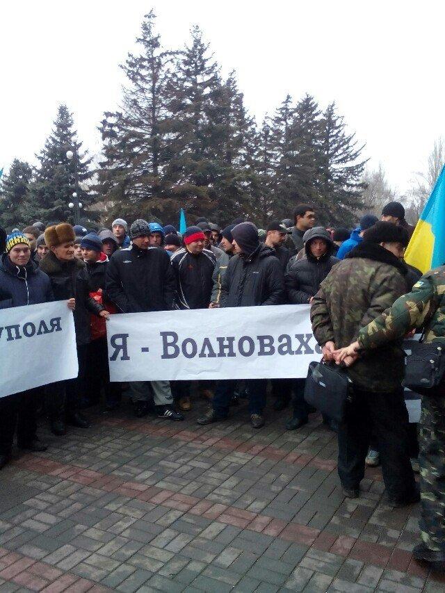 Под Криворожским горисполкомом  более 300 криворожан  собрались на акцию протеста (ФОТО) (фото) - фото 1