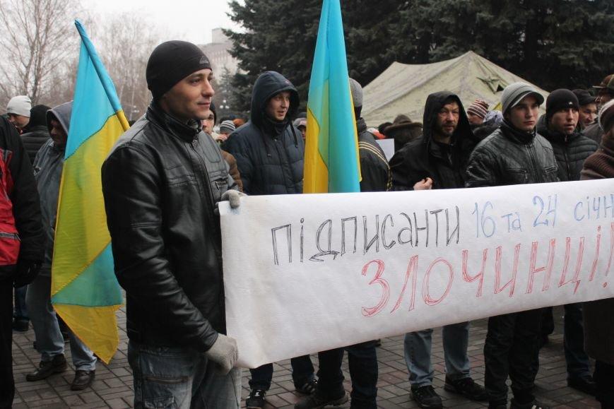 Под Криворожским горисполкомом  более 300 криворожан  собрались на акцию протеста (ФОТО, ОБНОВЛЯЕТСЯ), фото-11