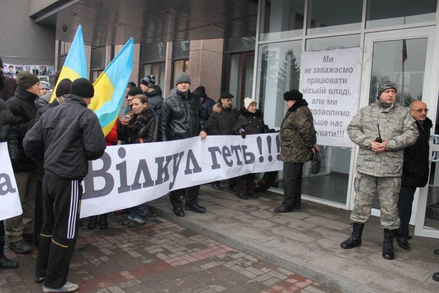 Под Криворожским горисполкомом  более 300 криворожан  собрались на акцию протеста (ФОТО, ОБНОВЛЯЕТСЯ), фото-14