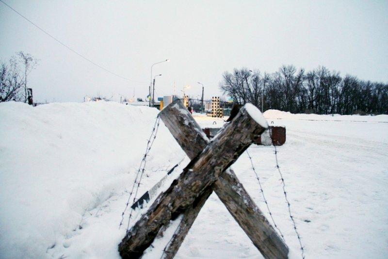Балута проверил, как выкопали ров и возвели вал на границе с Россией (ФОТО) (фото) - фото 1