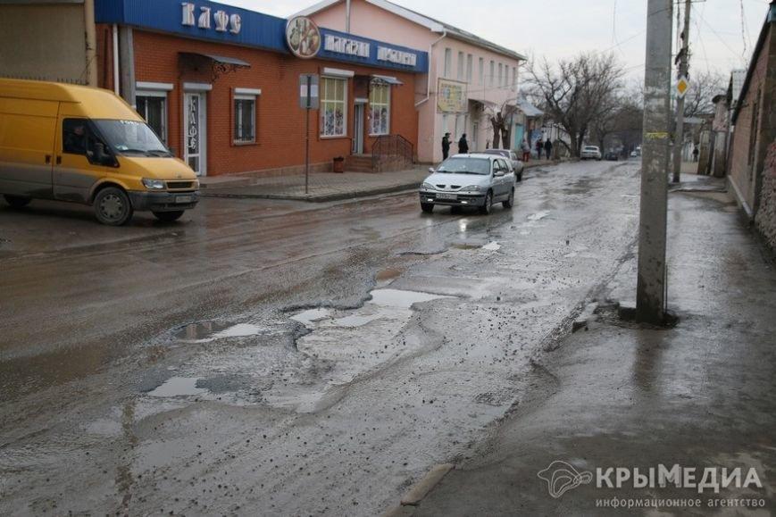В центре Симферополя машины по бампер проваливаются в ямы (ФОТО, ВИДЕО) (фото) - фото 6
