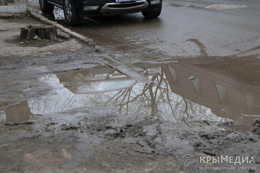 В центре Симферополя машины по бампер проваливаются в ямы (ФОТО, ВИДЕО) (фото) - фото 2