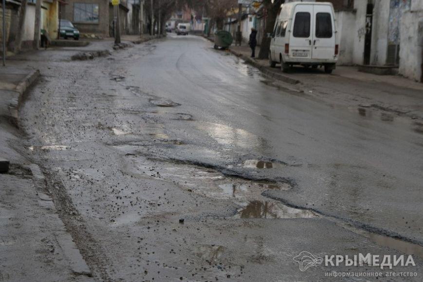 В центре Симферополя машины по бампер проваливаются в ямы (ФОТО, ВИДЕО) (фото) - фото 5