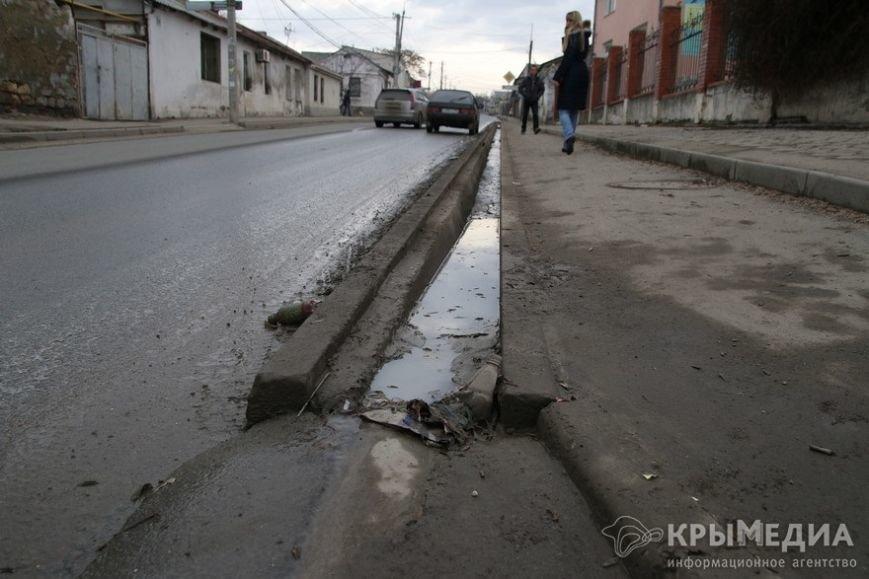 В центре Симферополя машины по бампер проваливаются в ямы (ФОТО, ВИДЕО) (фото) - фото 14