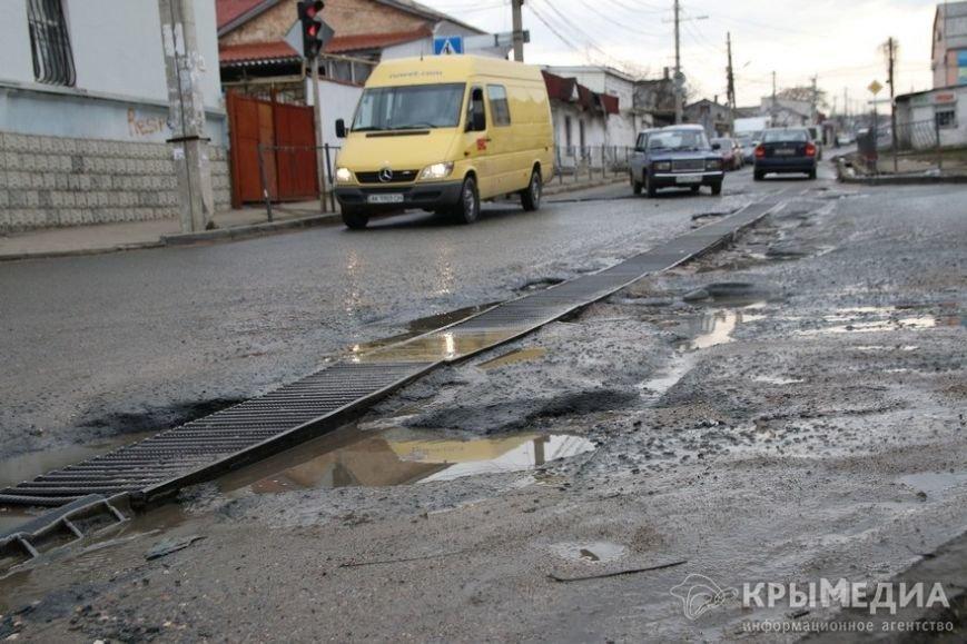 В центре Симферополя машины по бампер проваливаются в ямы (ФОТО, ВИДЕО) (фото) - фото 10