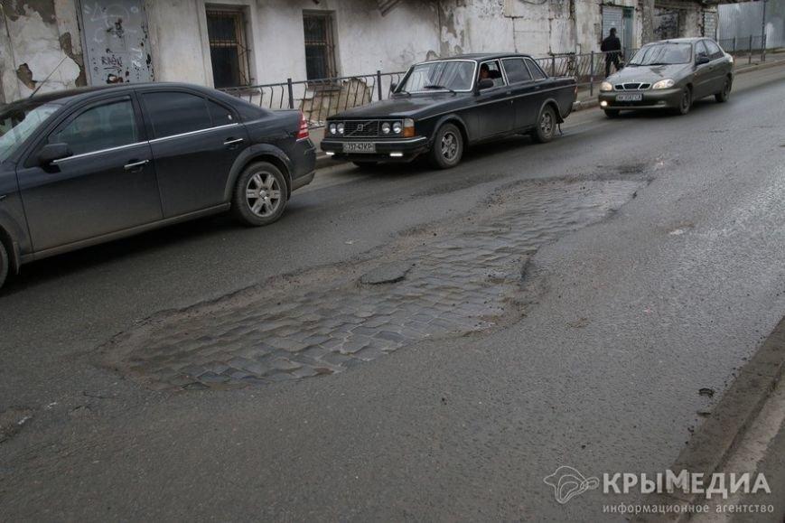 В центре Симферополя машины по бампер проваливаются в ямы (ФОТО, ВИДЕО) (фото) - фото 13
