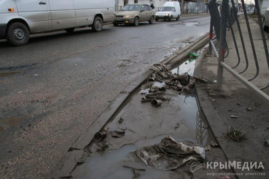 В центре Симферополя машины по бампер проваливаются в ямы (ФОТО, ВИДЕО) (фото) - фото 11