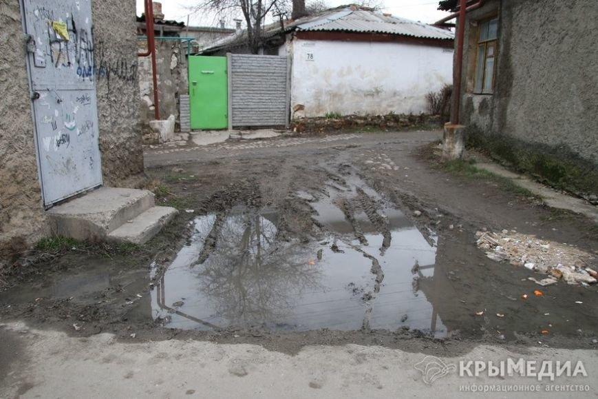 В центре Симферополя машины по бампер проваливаются в ямы (ФОТО, ВИДЕО) (фото) - фото 7