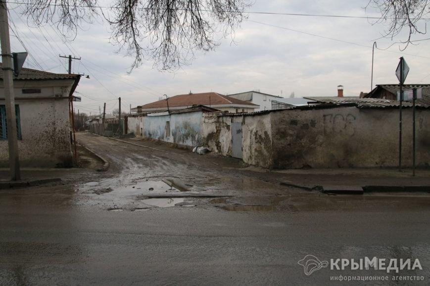 В центре Симферополя машины по бампер проваливаются в ямы (ФОТО, ВИДЕО) (фото) - фото 8