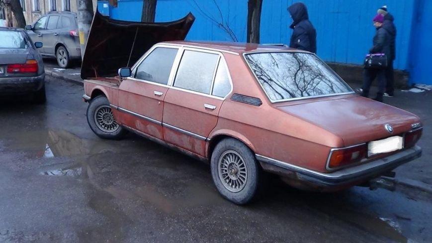 В Кировограде поймали водителя с поддельными регистрационными документами на автомобиль (фото) - фото 1