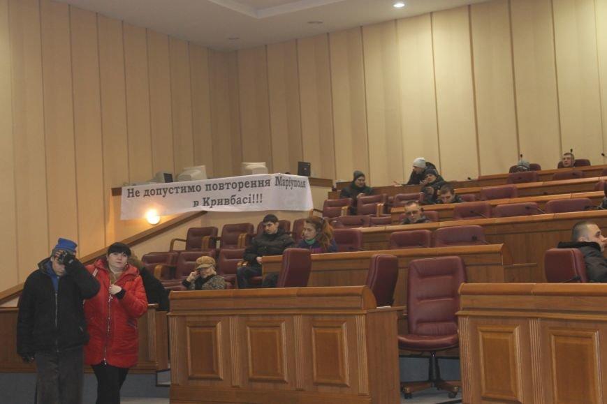 В сессионном зале горисполкома Кривого Рога на ночь остались около сотни участников акции протеста (ФОТОРЕПОРТАЖ), фото-19