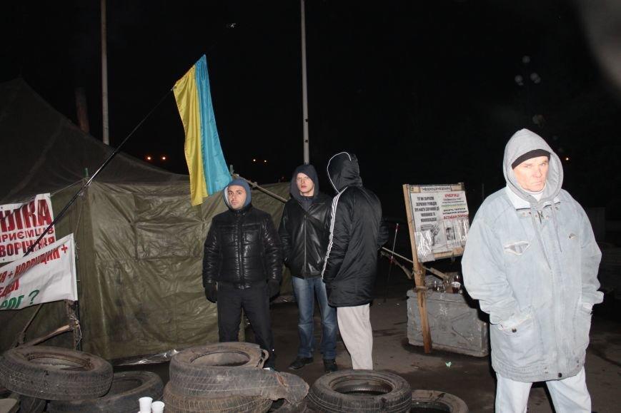 В сессионном зале горисполкома Кривого Рога на ночь остались около сотни участников акции протеста (ФОТОРЕПОРТАЖ), фото-14