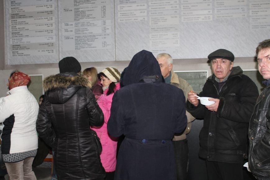 В сессионном зале горисполкома Кривого Рога на ночь остались около сотни участников акции протеста (ФОТОРЕПОРТАЖ), фото-11