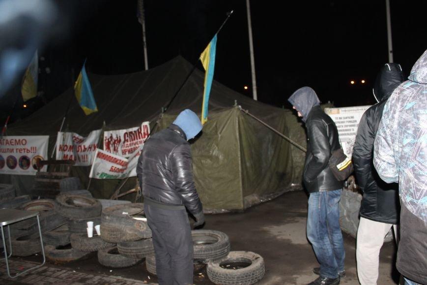 В сессионном зале горисполкома Кривого Рога на ночь остались около сотни участников акции протеста (ФОТОРЕПОРТАЖ), фото-15