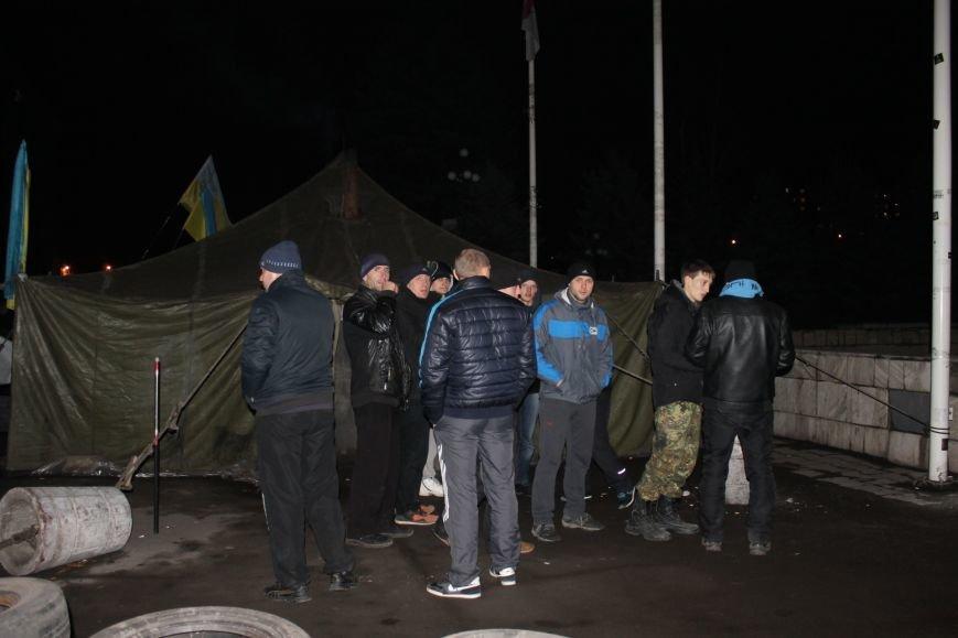 В сессионном зале горисполкома Кривого Рога на ночь остались около сотни участников акции протеста (ФОТОРЕПОРТАЖ), фото-18