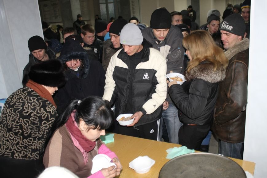 В сессионном зале горисполкома Кривого Рога на ночь остались около сотни участников акции протеста (ФОТОРЕПОРТАЖ), фото-4