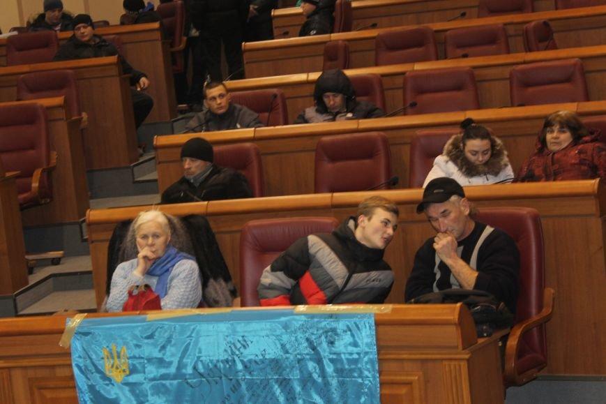 В сессионном зале горисполкома Кривого Рога на ночь остались около сотни участников акции протеста (ФОТОРЕПОРТАЖ), фото-24