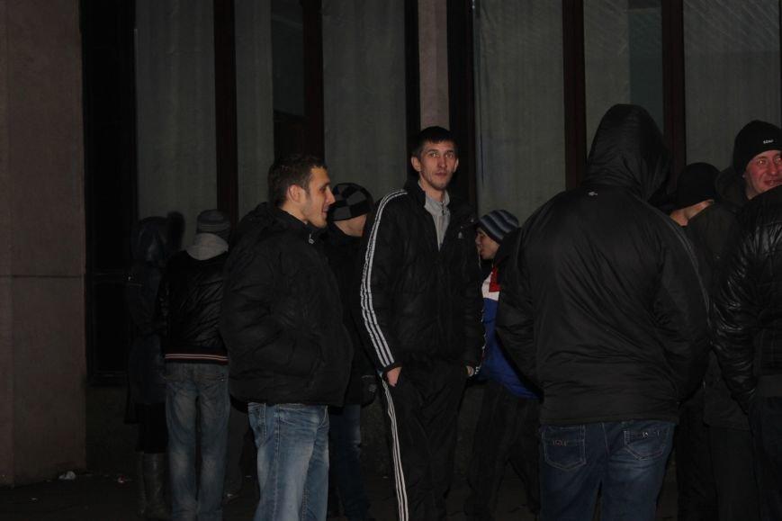 В сессионном зале горисполкома Кривого Рога на ночь остались около сотни участников акции протеста (ФОТОРЕПОРТАЖ), фото-16