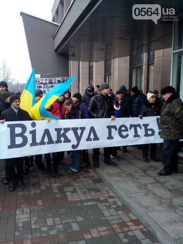 В Кривом Роге: отменили пленарное заседание, 300 человек собралось на акцию протеста и остались ночевать в сессионном зале (фото) - фото 1