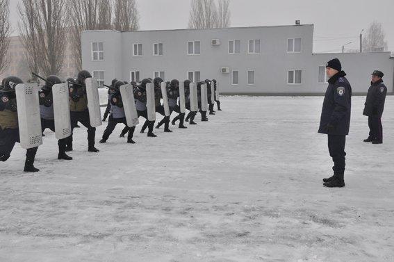 В Харькове курсанты-милиционеры патрулируют улицы, но только рядом со своим вузом (ФОТО) (фото) - фото 1