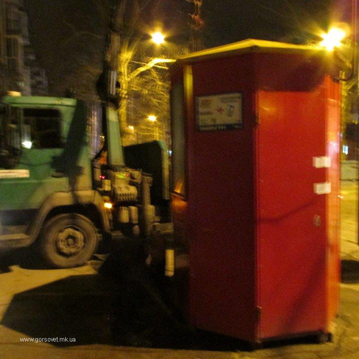 В Николаеве под покровом ночи снесли 16 «Позвонишек» (ФОТО) (фото) - фото 1