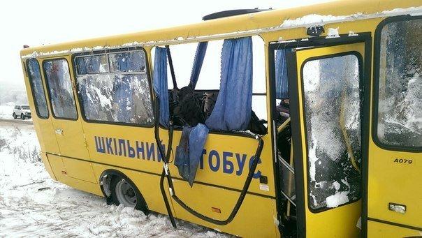 На Сумщине в ДТП попал  школьный автобус: пострадали 11 детей (фото) - фото 1
