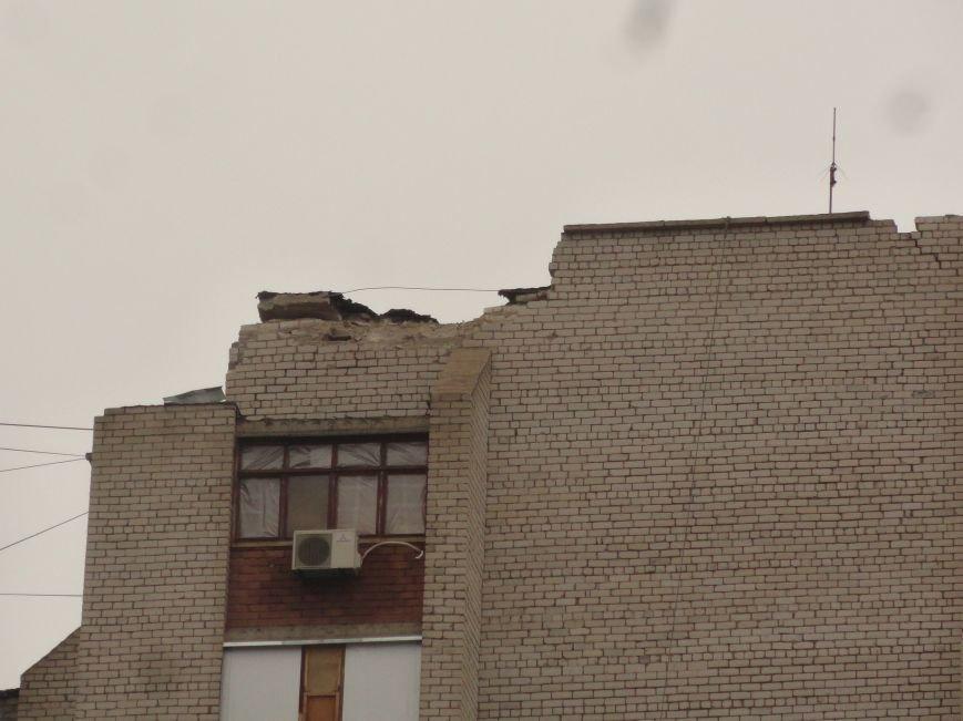 В Мариуполе 13 домов пострадало от прямого попадания, всего для восстановления актировано 8600 квартир (ФОТО+ВИДЕО) (фото) - фото 1