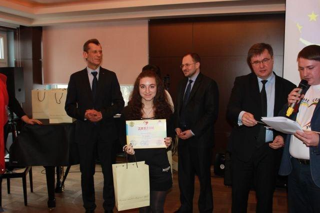 Двое школьников Днепропетровщины заняли призовые места во II Всеукраинском конкурсе эссе «Я - европеец», фото-1