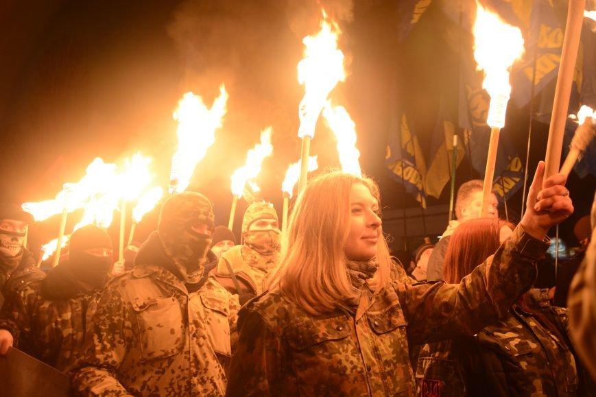 В Киеве прошло факельное шествие в память о Героях Крут (фото) - фото 2