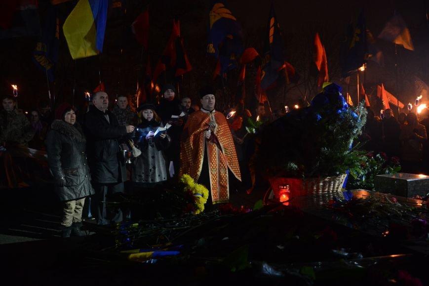 В Киеве прошло факельное шествие в память о Героях Крут (фото) - фото 8