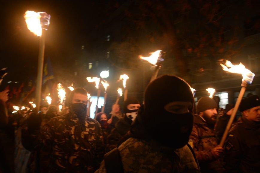 В Киеве прошло факельное шествие в память о Героях Крут (фото) - фото 1