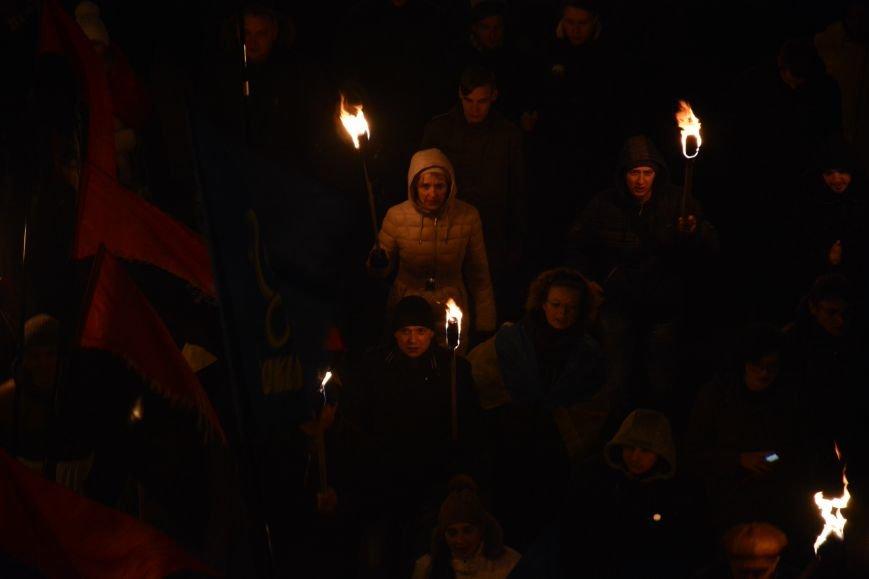 В Киеве прошло факельное шествие в память о Героях Крут (фото) - фото 5