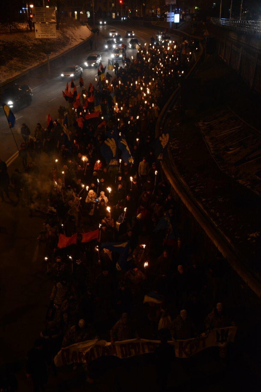 В Киеве прошло факельное шествие в память о Героях Крут (фото) - фото 4