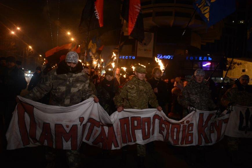 В Киеве прошло факельное шествие в память о Героях Крут (фото) - фото 3