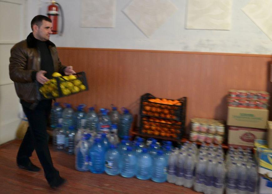 Переселенцы, находящиеся в транзитном пункте Красноармейска, получили помощь от Сергея Андрийченко (Видео), фото-2