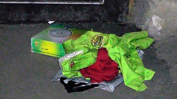 У Чернівцях знайшли коробку з надписом «Ждите смерти» (фото) - фото 1