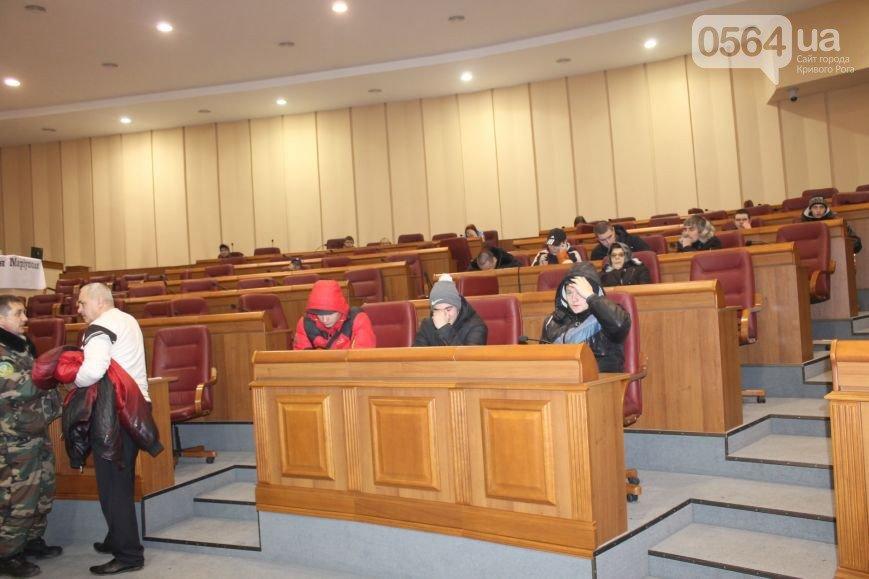Участники акции протеста не станут препятствовать депутатам горсовета, но хотят присутствовать на сессии (фото) - фото 1