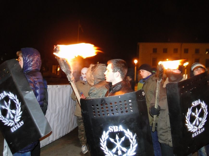 У Хмельницькому спалили опудало Путіна (фото) - фото 1