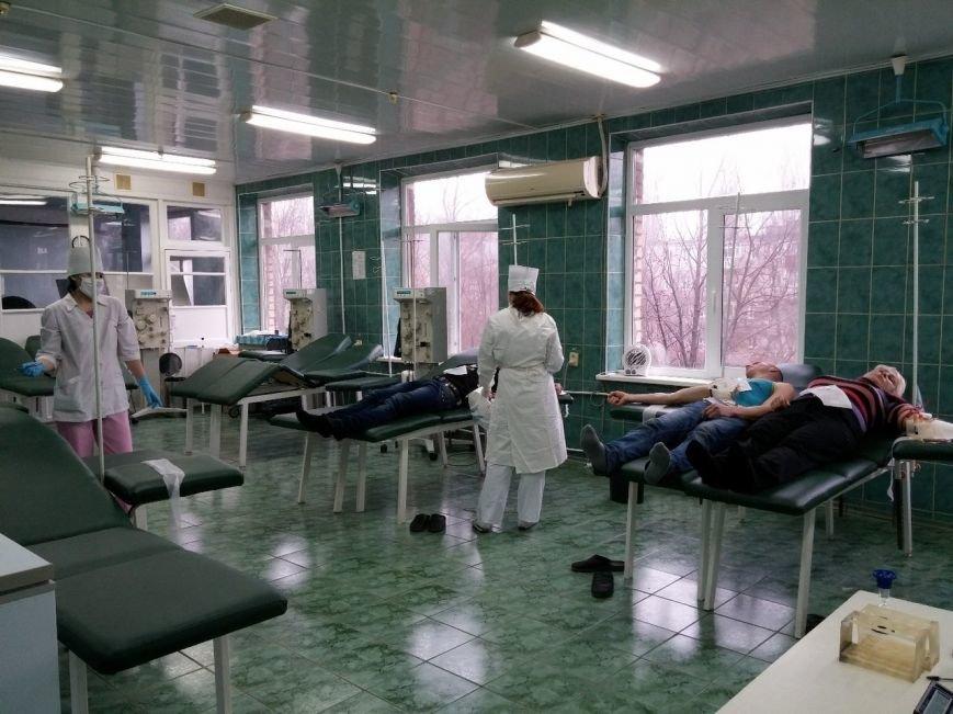 Криворожские волонтеры стали донорами для раненых в АТО бойцов (ФОТО) (фото) - фото 1